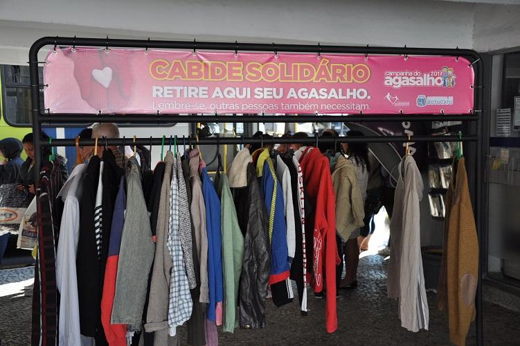 Botucatu  Fundo Social inaugura o Cabide Solidário no Paratodos b64a39a948f55