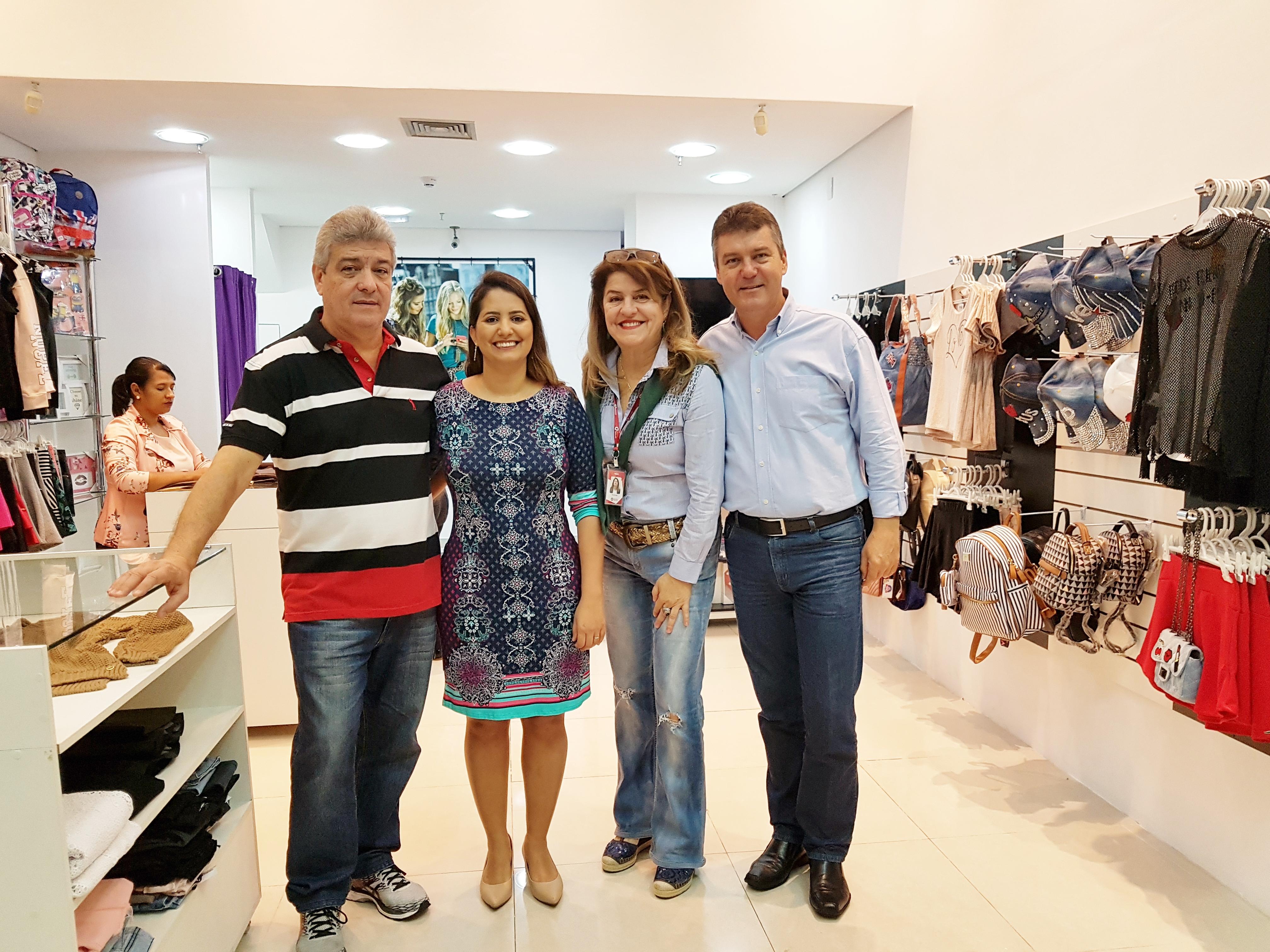 a20ca58ee Na manhã desta quinta-feira, 19, foi inaugurada no Shopping Botucatu a loja  Pólen. Especializada em roupas e acessórios infantojuvenis, a operação traz  ...
